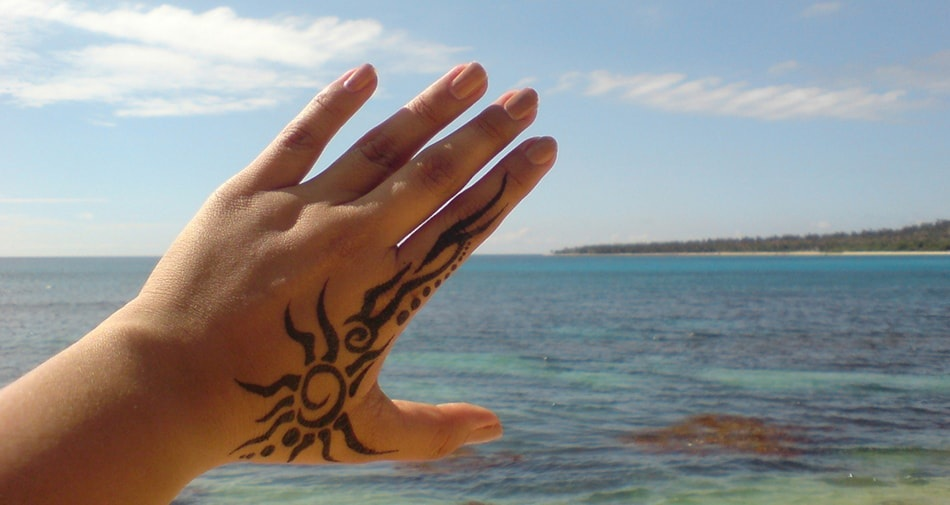 Get the Sun-Touched Skin Safely Even with Tattoos